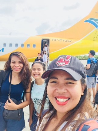 """Onnah"" the one who's in the middle tried her best to smile though she missed the window seat. :)"